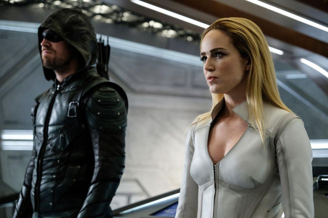 Oliver alias Green Arrow (Stephen Amell, l.); Sara alias White Canary (Caity Lotz, r.) - Bildquelle: 2017 Warner Bros.