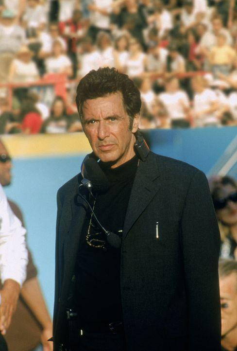 An jedem verdammten Sonntag wird das Spielfeld für ihn zum Schlachtfeld: Footballtrainer Tony D'Amato (Al Pacino) ... - Bildquelle: Warner Brothers