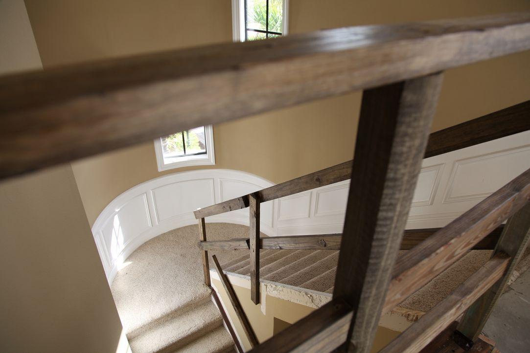 Vanilla Ice zeigt, wie man aus einer langweiligen und tristen Treppe einen wunderschönen Aufgang zaubern kann ... - Bildquelle: 2010, DIY Network/Scripps Networks, LLC.  All Rights Reserved
