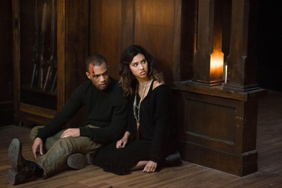 Max (Kendrick Sampson, l.); Alicia (Kara Royster, r.) - Bildquelle: Diyah Pera 2016 The CW Network, LLC. All Rights Reserved/Diyah Pera