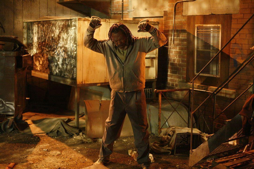Champ (Samuel L. Jackson) kann einen jungen Reporter mit seiner angeblichen Lebensgeschichte begeistern und erlangt über Nacht Berühmtheit ...