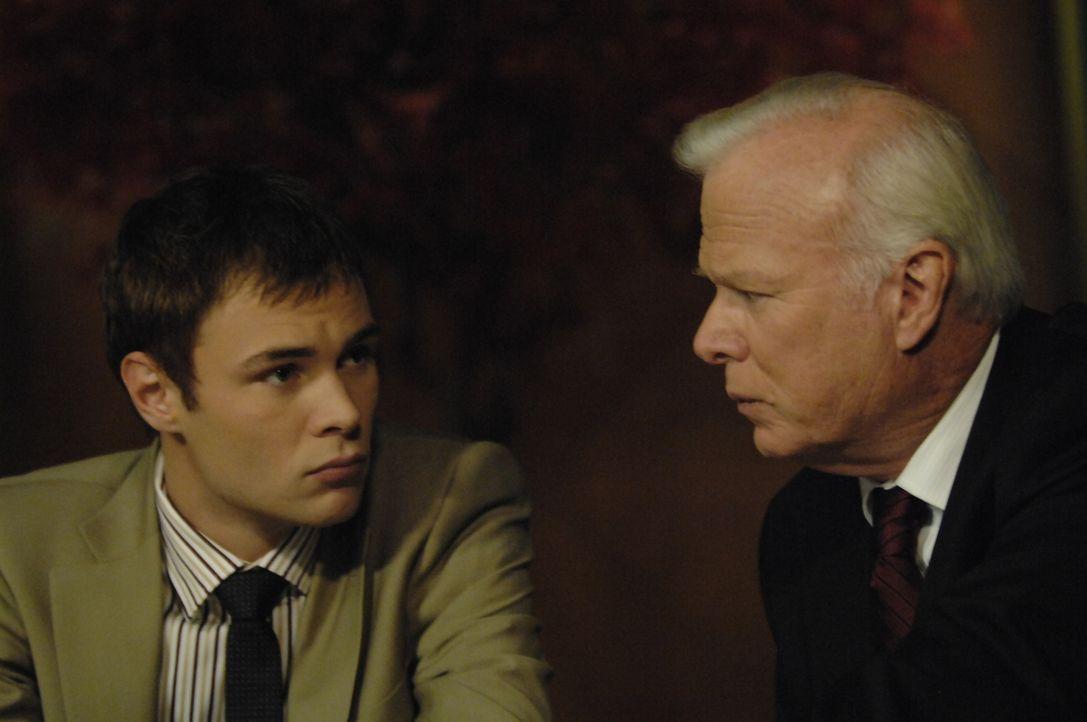 Shawn (Patrick Flueger, l.) erhält derweil überraschend Besuch von dem Senator Lenhoff (Kevin Tighe, r.), der bisher ein erklärter Gegner der 4400 w... - Bildquelle: Viacom Productions Inc.