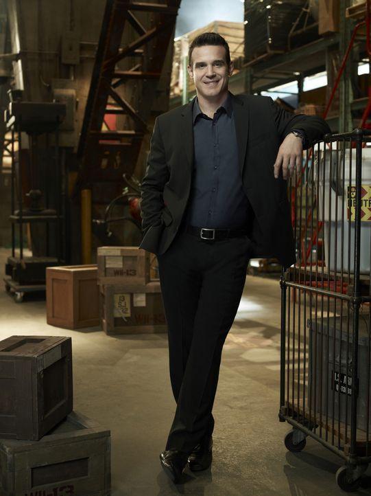"""Pete Lattimer (Eddie McClintock) verlässt ich bei seiner Arbeit im """"Warehouse 13"""" gern auf sein Bauchgefühl, was ihn häufig in die richtige Lichtung... - Bildquelle: Justin Stephens SCI FI Channel"""
