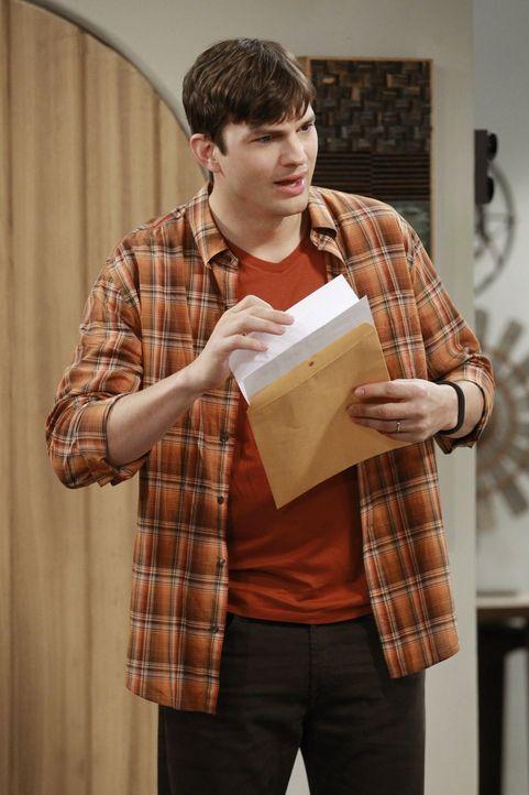 Ahnt nicht, dass er einen Fehler begeht, indem er sich von Ms. McMartin trennt: Walden (Ashton Kutcher) ... - Bildquelle: Warner Brothers Entertainment Inc.