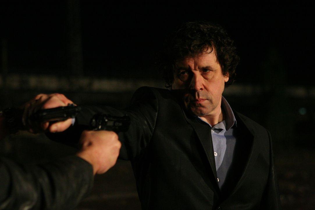 Als es Gangsterboss Gabriel Callaghan (Stephen Rea) mit seinem ehemaligen Kollegen zu dumm wird, lässt er ihn mit einem Kopfschuss aus dem Weg räume...
