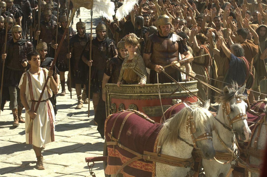 Im Jahre 476. Kaum ist der 12-jährige Romulus Augustus (Thomas Sangster, M.) als Kaiser gekrönt geworden, da wird auch schon Rom von den Goten einge... - Bildquelle: TOBIS Filmkunst GmbH & Co. Verleih KG