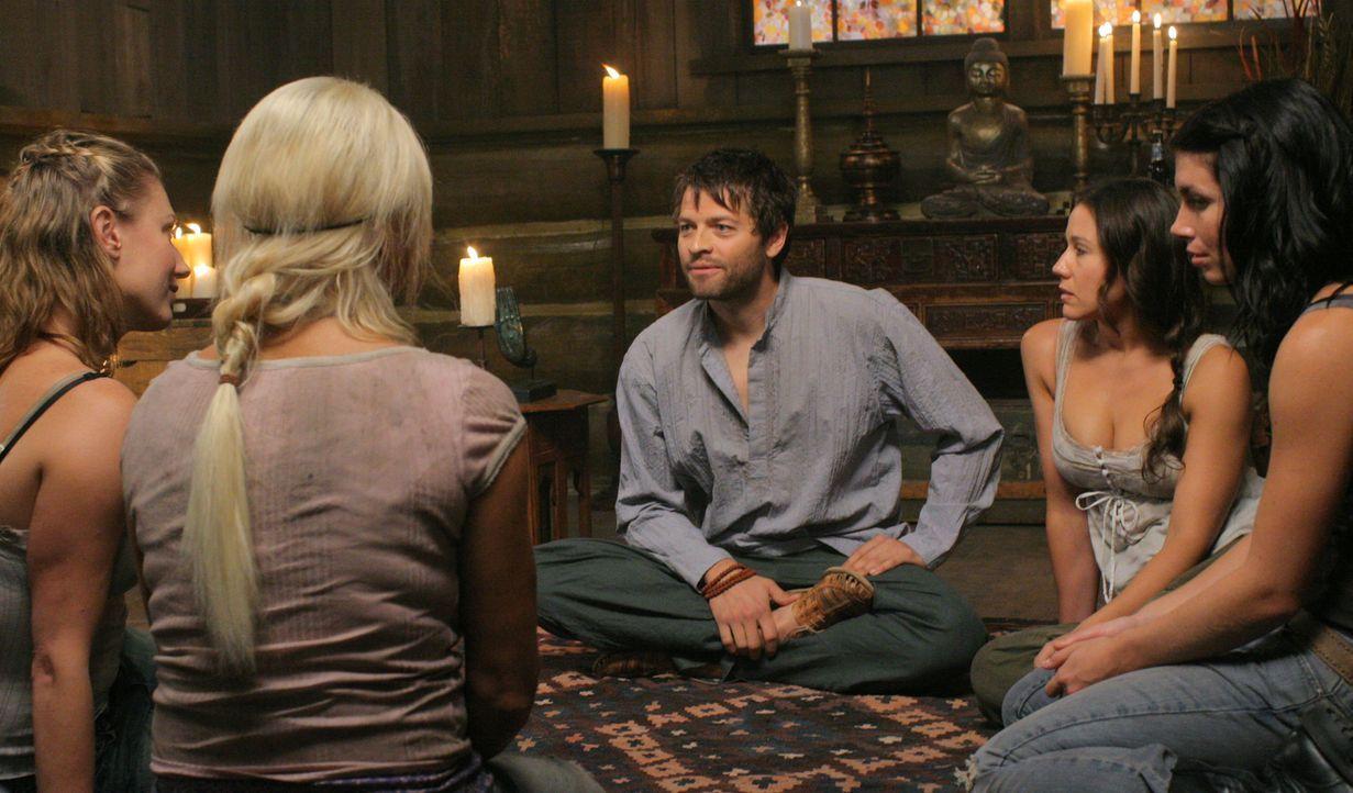 Was hat Castiel (Misha Collins, M.) nur vor? - Bildquelle: Warner Bros. Television