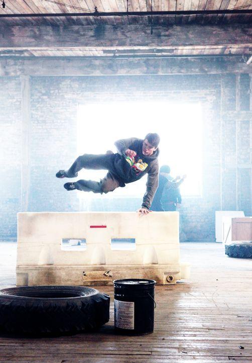 Der 17-jährige Daniel (William Moseley) ist ein wahres Genie in Parkour, eine körperliche Disziplin mit dem Ziel, Hindernisse durch Kombination vers... - Bildquelle: RUN THE MOVIE LLC 2011