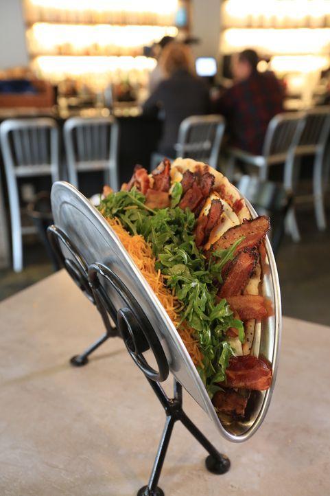 """Das """"Bakn"""" in Pittsburgh hat den Bakn-Quake im Angebot: einen 50 Zentimeter großen Pancake inklusive zwölf Spiegeleiern, Cheddar, sieben Sorten Baco... - Bildquelle: 2017,Television Food Network, G.P. All Rights Reserved"""