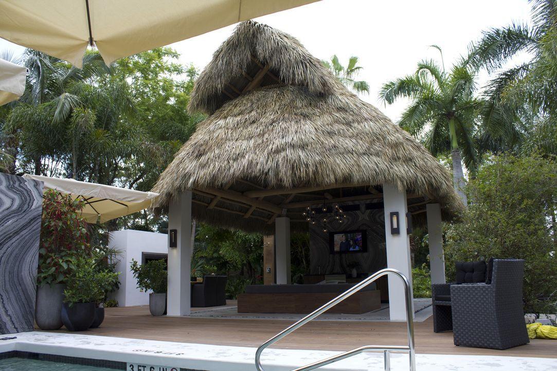 In Hollywood soll der Poolbereich des Hard Rock Hotels komplett erneuert werden, um den Besuchern draußen den gleichen Luxus wie drinnen bieten zu k... - Bildquelle: 2013, DIY Network/Scripps Networks, LLC.  All rights Reserved.