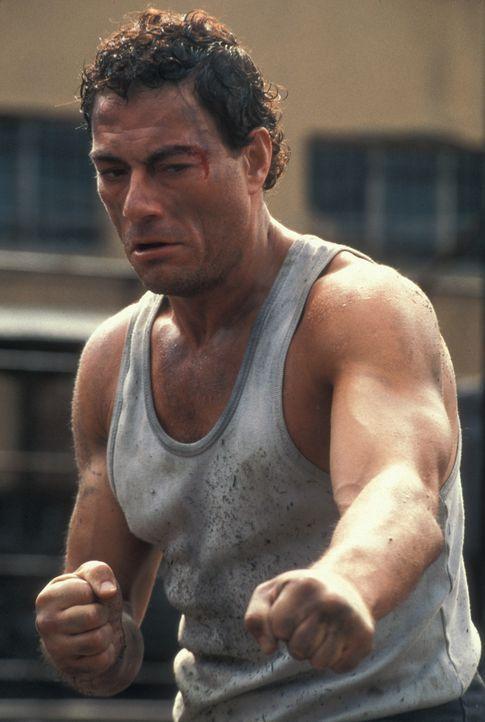 Nachdem Kyle (Jean-Claude Van Damme) den Mörder seiner Frau getötet hat, wird er zu lebenslänglicher Haft im härtesten Gefängnis Russlands verurteil... - Bildquelle: NU IMAGE
