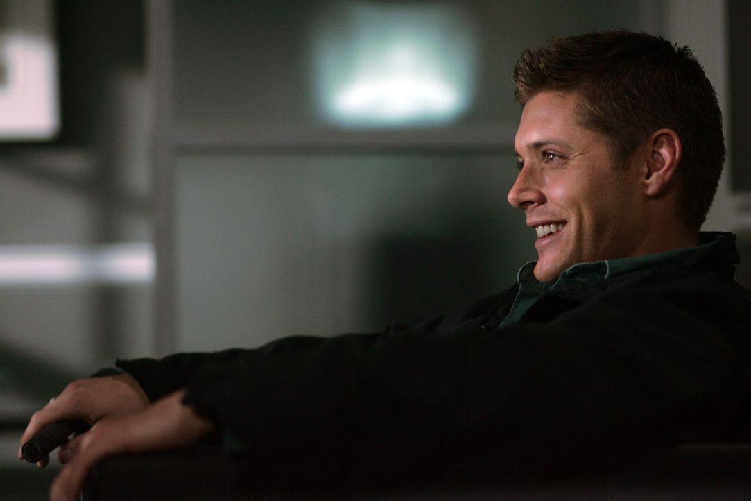 Dean (Jensen Ackles) hat eigentlich nichts zu lachen, denn er wird des Mordes verdächtigt ... - Bildquelle: Warner Bros. Television