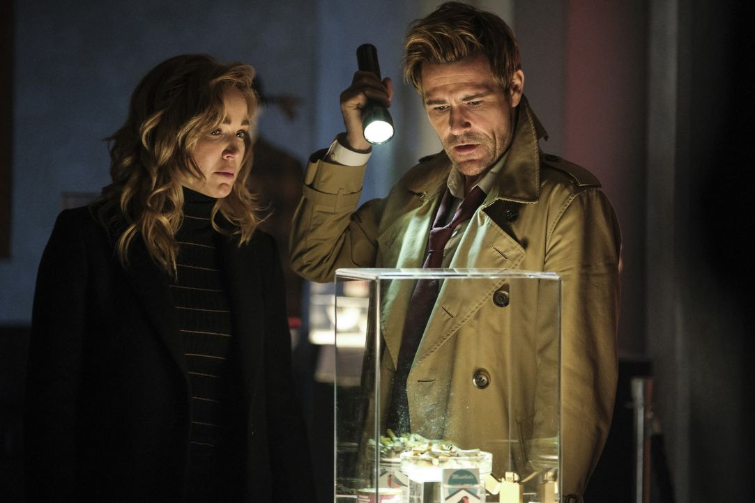 Sara Lance (Caity Lotz, l.); Constantine (Matt Ryan, r.) - Bildquelle: 2019 The CW Network, LLC. All rights reserved.