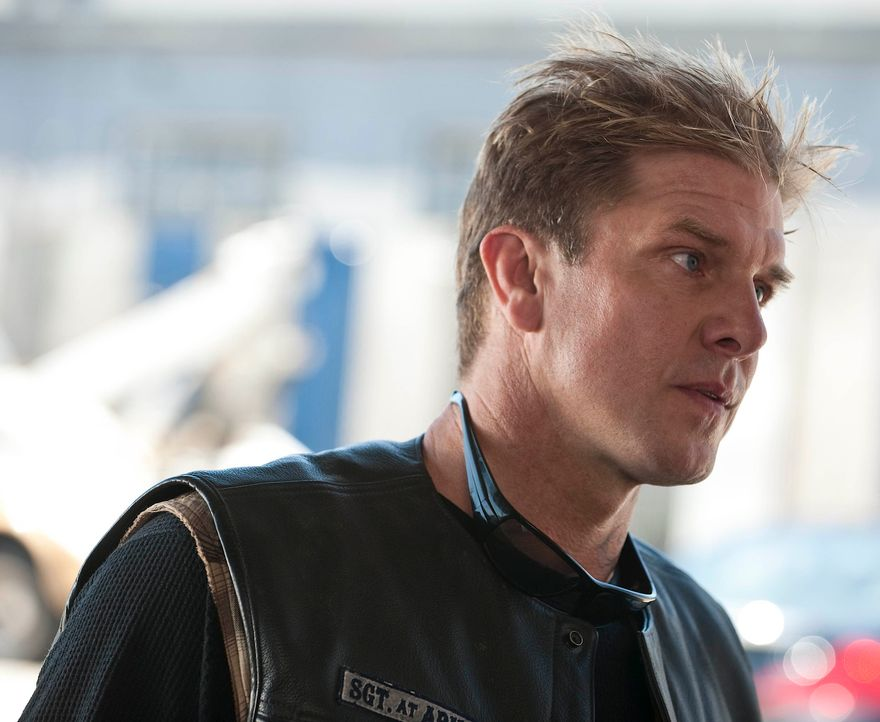 Im Club stehen Neuaufnahmen zur Debatte. Wird Kozik (Kenny Johnson) bald ein neues Mitglied der Sons of Anarchy? - Bildquelle: 2010 FX Networks, LLC. All rights reserved.
