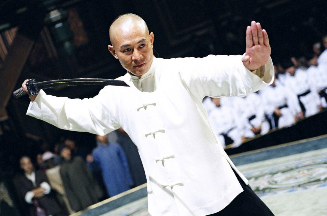 Huo Yuanjia (Jet Li) trainiert wie ein Besessener, was zum besten Kämpfer der Gegend macht. Doch er kämpft nur für sich selbst. Erst als er zu spüre... - Bildquelle: Constantin Film Verleih GmbH