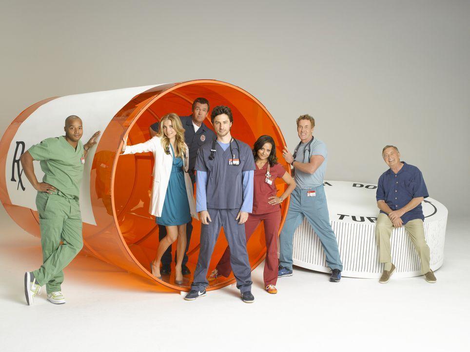 (8. Staffel) - Die Truppe vom Sacred Heart Hospital: (v.l.n.r.) Turk (Donald Faison), Elliot (Sarah Chalke), Hausmeister (Neil Flynn), J.D. (Zach Br... - Bildquelle: Touchstone Television