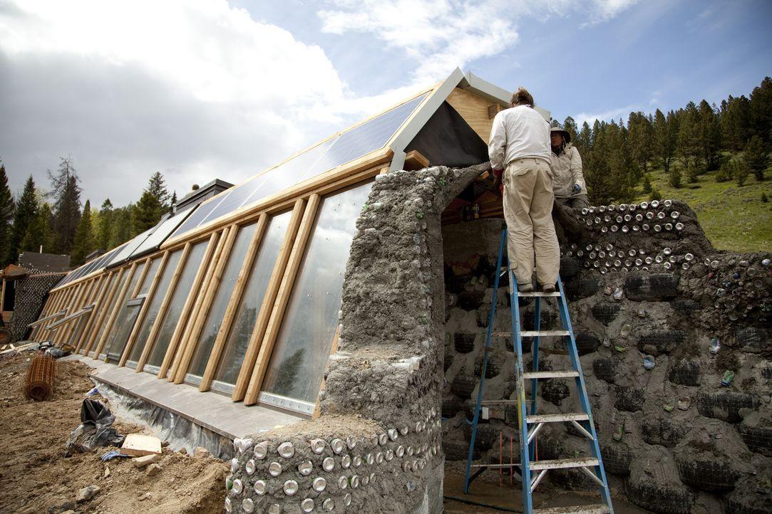 Michael Reynolds hat die sogenannten Earthships kreiert: Häuser, die komplett unabhängig sind und abgeschieden stehen - ohne Strom oder fließendes W... - Bildquelle: 2013, HGTV/Scripps Networks, LLC. All Rights Reserved.