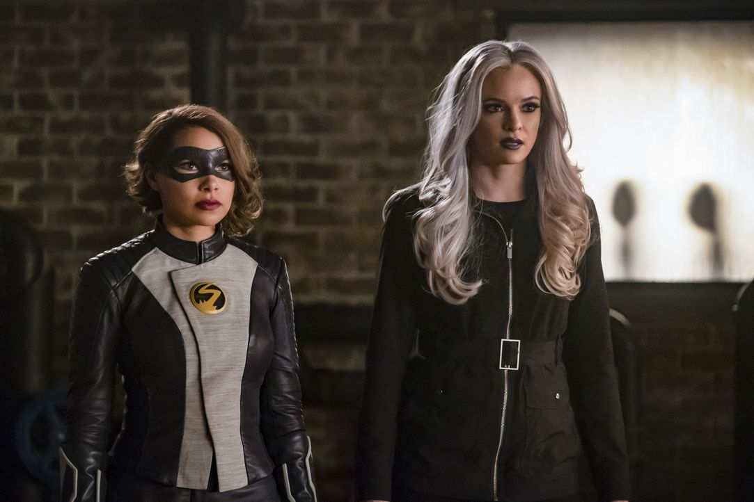 Nora alias XS (Jessica Parker Kennedy, l.); Caitlin alias Killer Frost (Danielle Panabaker, r.) - Bildquelle: Katie Yu 2018 The CW Network, LLC. All rights reserved.