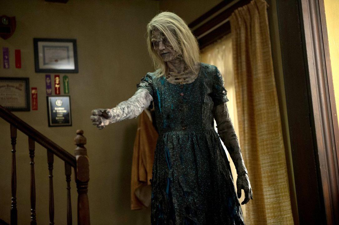 Ein Zombie treibt sein Unwesen in einem Haus für straffällige Jugendliche ... - Bildquelle: 2013 Warner Brothers