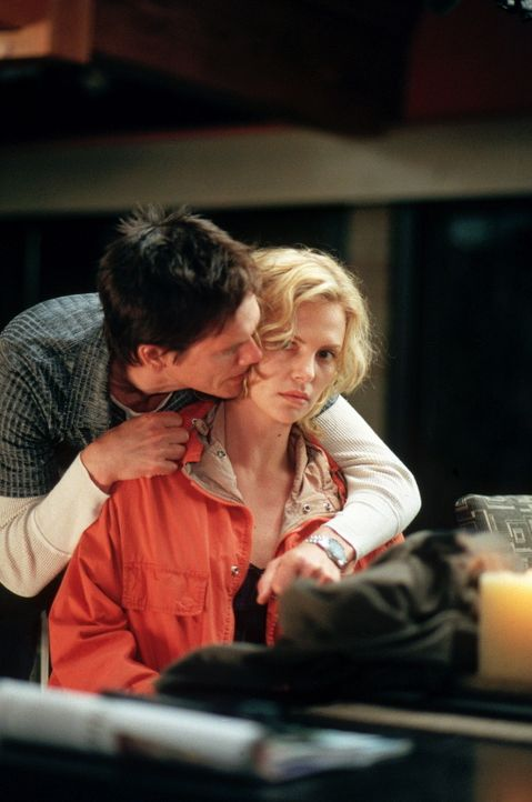 Während Will von Joes Gattin Chery in Schach gehalten wird, muss sich Karen (Charlize Theron, r.) gegen Joe (Kevin Bacon, l.) zur Wehr setzen ... - Bildquelle: Senator Film