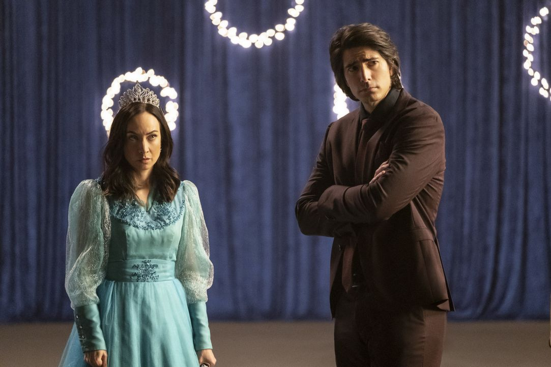 Nora Darhk (Courtney Ford, l.); Ray (Brandon Routh, r.) - Bildquelle: Katie Yu 2019 The CW Network, LLC. All rights reserved. / Katie Yu