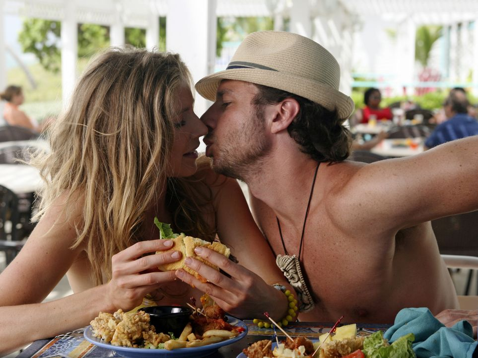 Elliot (Sarah Chalke, l.) wünscht sich so sehr, dass J.D. (Zach Braff, r.) seine Liebe zu ihr formuliert, doch sie ist mit keinem seiner Versuche zu... - Bildquelle: Touchstone Television