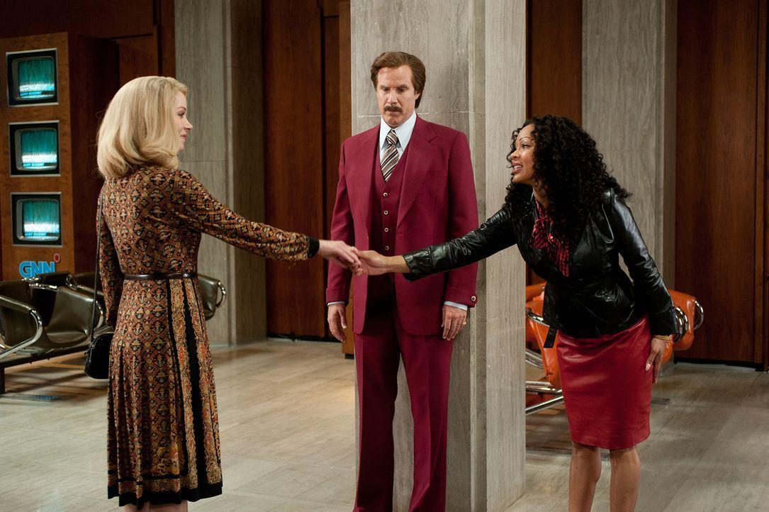 Zwei Frauen, ein verwirrter Mann. Ron (Will Ferrell, M.) ist eigentlich längst nicht mehr mit Veronica (Christina Applegate, l.) zusammen, dennoch r... - Bildquelle: Gemma Lamana MMXIII Paramount Pictures Corporation.  All Rights Reserved.
