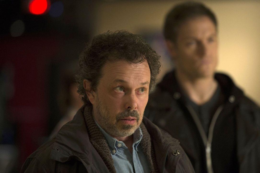 Metatron (Curtis Armstrong) verzweifelt fast daran, dass Castiel so beliebt ist und greift mit gekränktem Selbstbewusstsein zu hinterlistigen Mittel... - Bildquelle: 2013 Warner Brothers