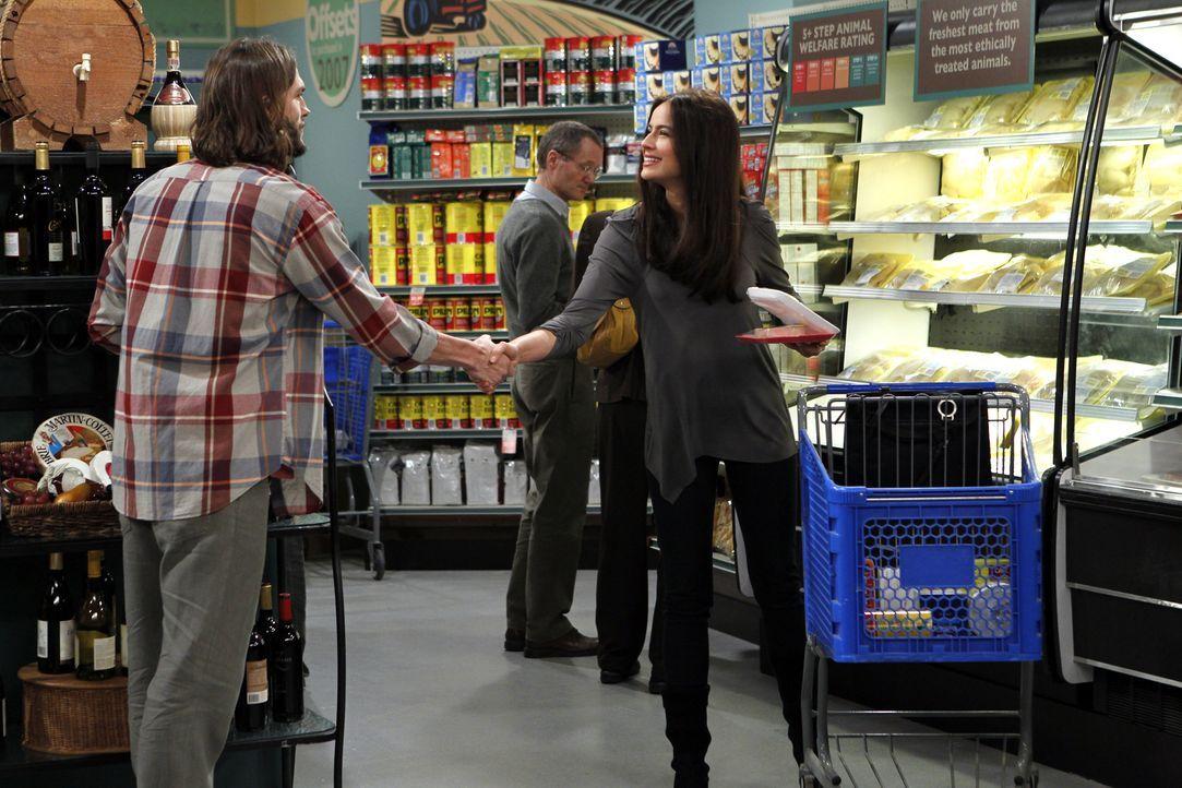 Beim Einkaufen im Supermarkt lernt Walden (Ashton Kutcher, l.) die hübsche Engländerin Zoey (Sophie Winkleman, r.) kennen und verabredet sich mit ih... - Bildquelle: Warner Brothers Entertainment Inc.