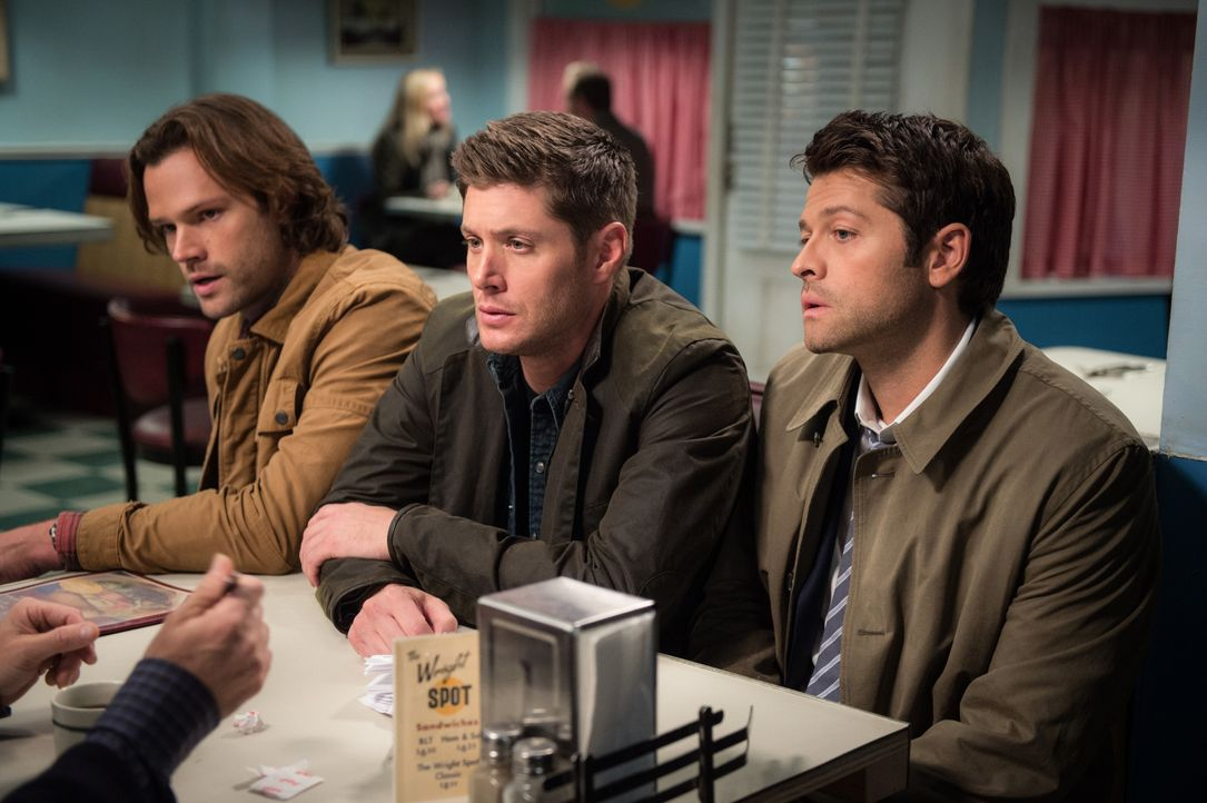 (v.l.n.r.) Sam (Jared Padalecki); Dean (Jensen Ackles); Castiel (Misha Collins) - Bildquelle: Diyah Pera 2016 The CW Network, LLC. All Rights Reserved / Diyah Pera