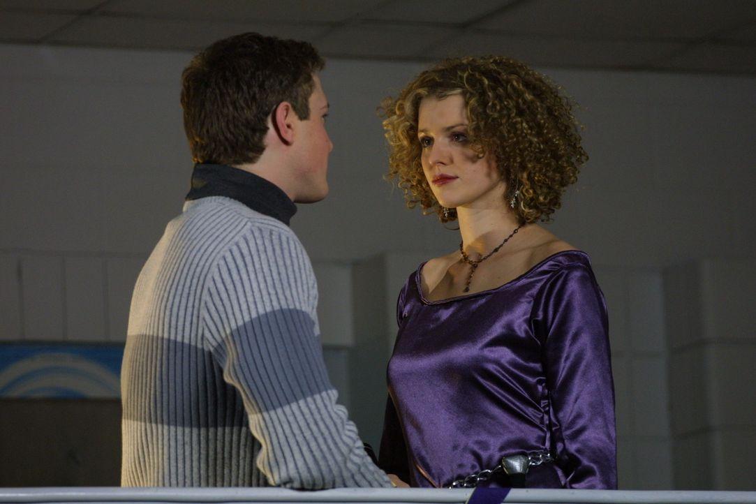 Megan (Ellen Wieser) ist die Prinzessin der Dunkelheit im Rollenspiel der Highschoolschüler. Welche Rolle spielt Roger (Landon McCormick, l.)? - Bildquelle: Regent Entertainment