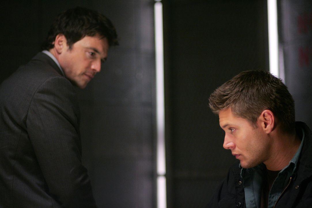 Peter Sheridan (Jason Gedrick, l.) ist fest davon überzeugt, dass Dean (Jensen Ackles, r.) der Mörder von Karen ist ... - Bildquelle: Warner Bros. Television