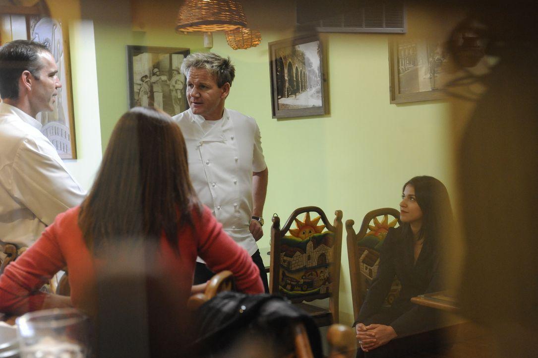 Sternekoch Gordon Ramsay (M.) setzt all sein Wissen und seine Erfahrung ein, um schlecht laufende Restaurants aus der Krise zu retten, was nicht imm... - Bildquelle: 2011 ITV Studios, Inc. all rights reserved.