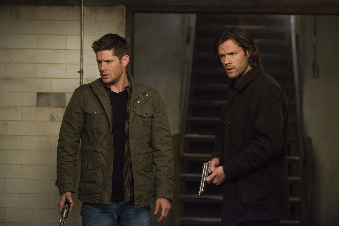 Dean (Jensen Ackles, l.); Sam (Jared Padalecki, r.) - Bildquelle: Diyah Pera 2016 The CW Network, LLC. All Rights Reserved / Diyah Pera