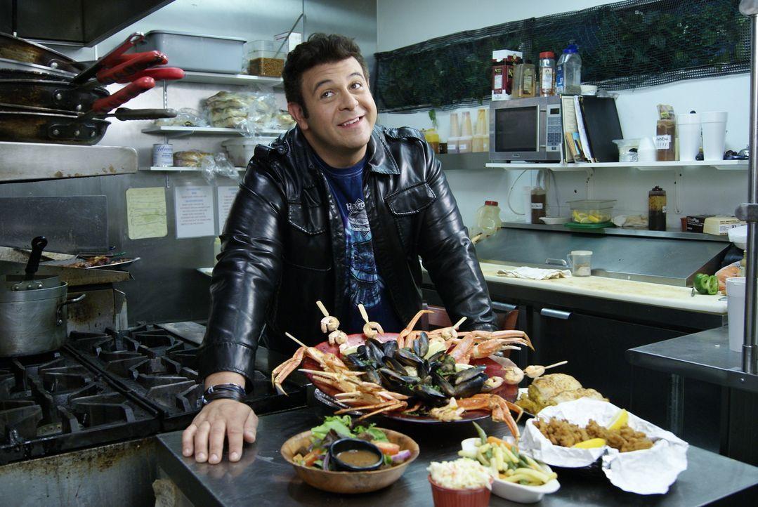 Im Port Royal Grille in Islip tritt Adam zum Wettessen bei der Davey Jones' Locker Challenge an. Allerdings hat es bisher nur einer geschafft, die C... - Bildquelle: 2010, The Travel Channel, L.L.C.