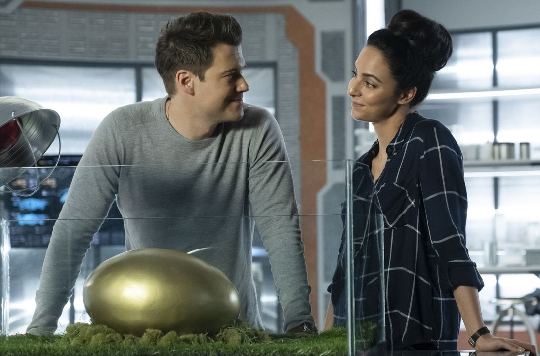 Nate (Nick Zano, l.); Zari (Tala Ashe, r.) - Bildquelle: Katie Yu 2019 The CW Network, LLC. All rights reserved. / Katie Yu