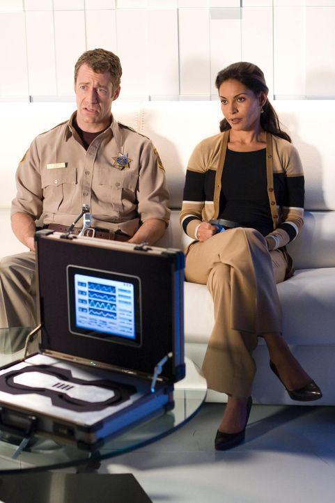 Allison (Salli Richardson, r.) und Carter (Colin Ferguson, l.) haben Einspruch gegen Warrens Verbot, zusammenzubleiben, eingelegt. Daraufhin wird ih... - Bildquelle: Universal Television
