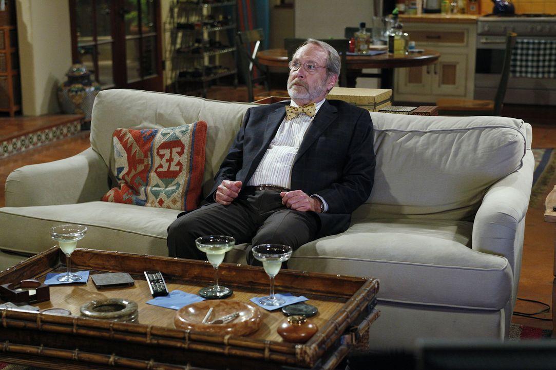 Charlie und Alan laden Charlies drogensüchtigen Apotheker Russell (Martin Mull) zum Abendessen ein, um ihre Mutter mit ihm zu verkuppeln. Doch ob da... - Bildquelle: Warner Bros. Television
