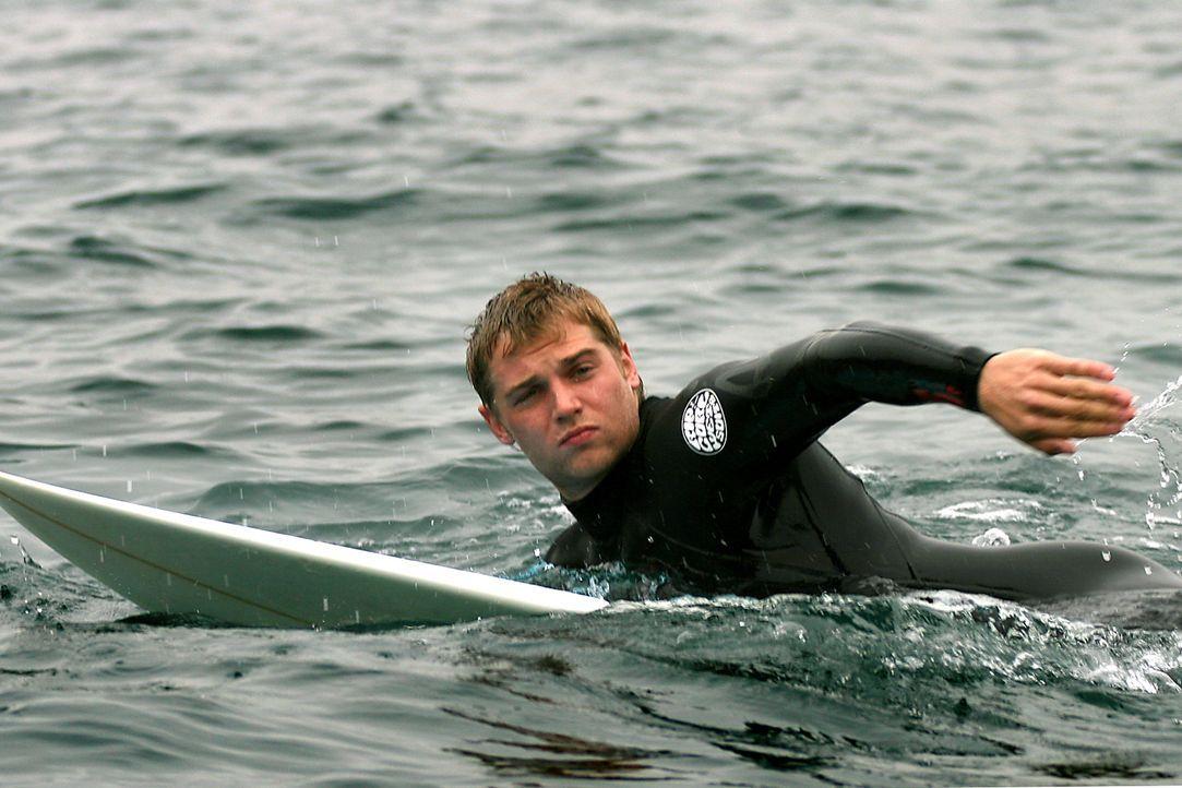 Der attraktive Student Jason (Mike Vogel) reist mit seinen Freunden zum Surfen nach Spanien. Dort bekommt er von einem Landstreicher ein mysteriöses... - Bildquelle: Manufacturas Audiovisuales, S.L. and Urconsa 2003, S.L.