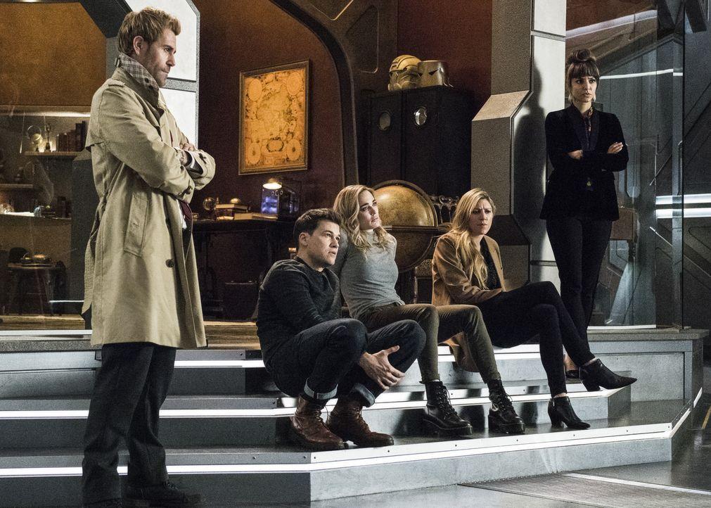(v.l.n.r.) John Constantine (Matt Ryan); Nate Heywood (Nick Zano): Sara Lance (Caity Lotz); Ava Sharpe (Jes Macallan); Zari (Tala Ashe) - Bildquelle: Dean Buscher 2019 The CW Network, LLC. All rights reserved. / Dean Buscher