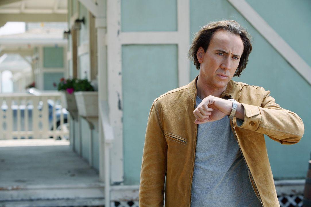"""Cris Johnson (Nicolas Cage) wurde mit der Fähigkeit geboren, in die Zukunft sehen zu können. Unter dem Namen """"Frank Cadillac"""" verdient er sich als Z... - Bildquelle: t   2007 Paramount pictures. All Rights Reserved."""
