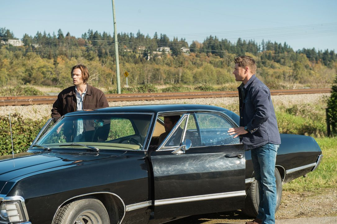 Sam (Jared Padalecki, l.); Dean (Jensen Ackles, r.) - Bildquelle: Diyah Pera 2016 The CW Network, LLC. All Rights Reserved/Diyah Pera