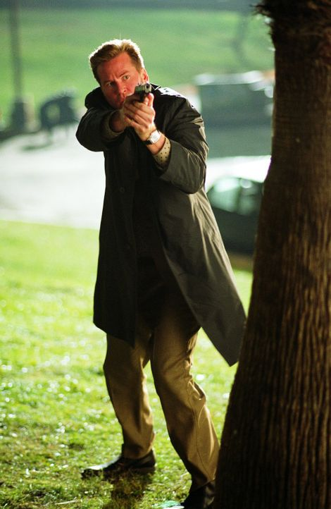 Privatdetektiv Perry van Shrike (Val Kilmer) fackelt nicht lange, wenn er angegriffen wird ... - Bildquelle: 2015   Warner Brothers