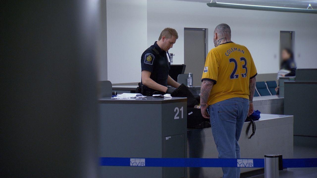 Täglich müssen die Zollbeamten hunderte von Reisenden am Grenzübergang kontrollieren. - Bildquelle: Force Four Entertainment / BST Media 2 Inc.