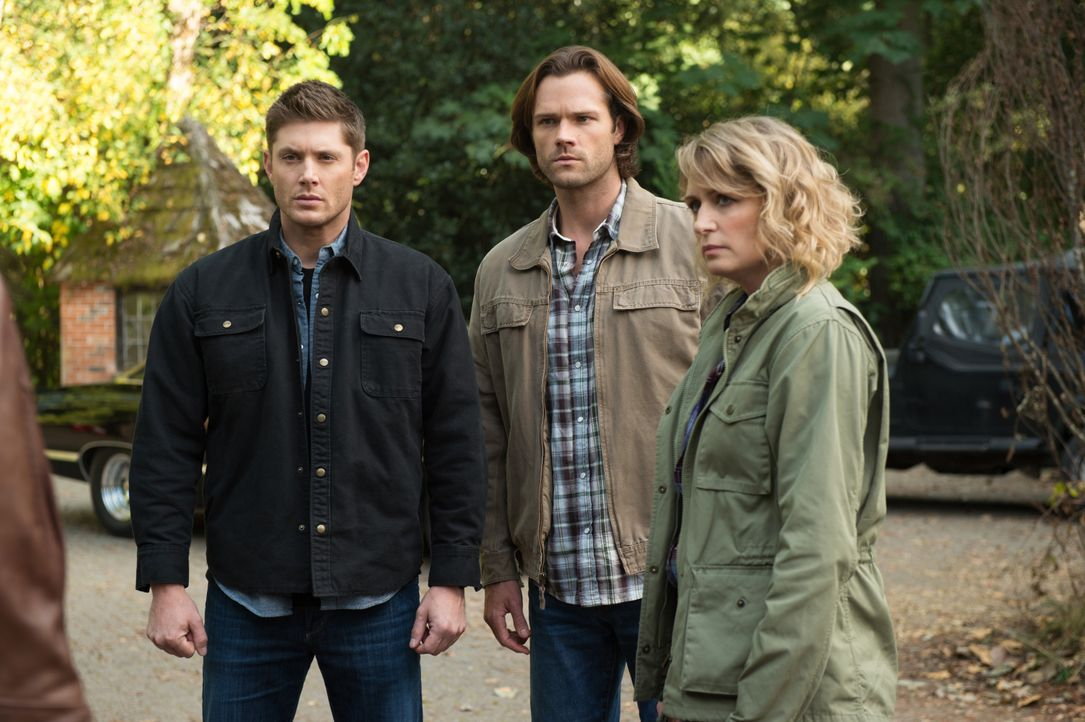 (v.l.n.r.) Dean (Jensen Ackles); Sam (Jared Padalecki); Mary (Samantha Smith) - Bildquelle: Diyah Pera 2016 The CW Network, LLC. All Rights Reserved / Diyah Pera