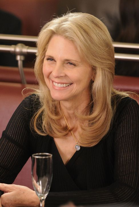 Dr. Vanessa Calder (Lindsay Wagner) - Bildquelle: Steve Wilkie 2012 Universal Network Television LLC. ALL RIGHTS RESERVED. / Steve Wilkie