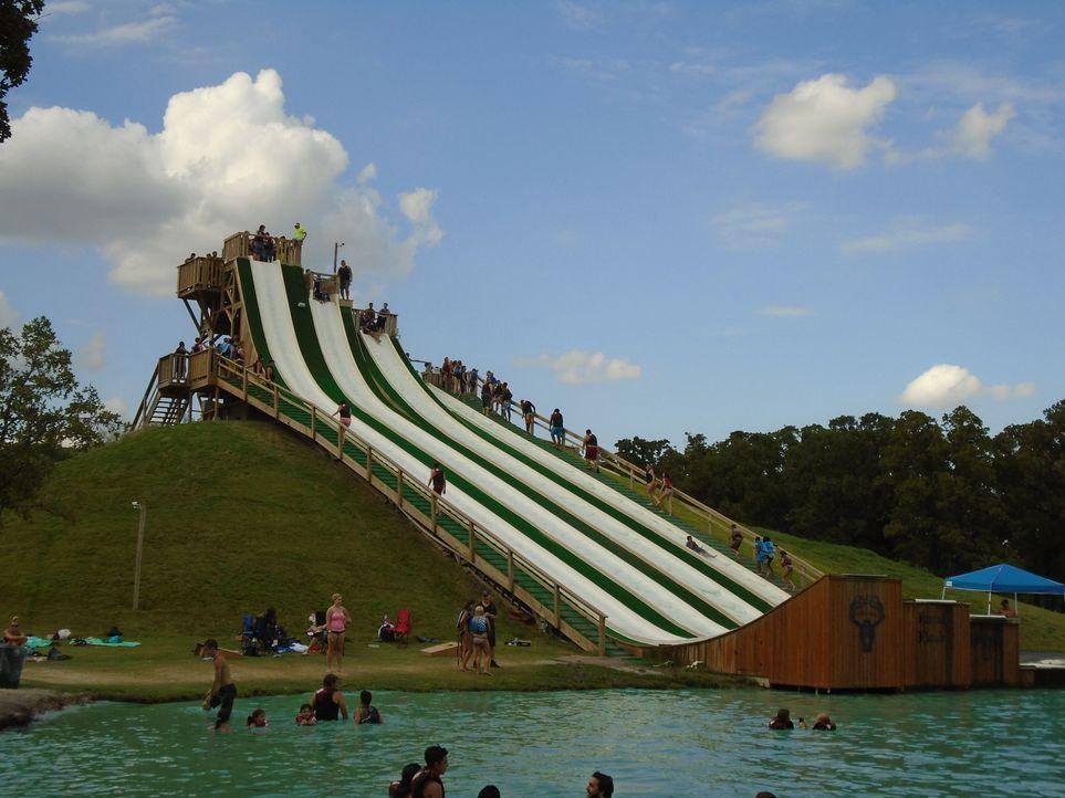 Unter Adrenalinjunkies hat sich Royal Flush, die neueste Attraktion im BSR Cable Parks in Waco, Texas in kürzester Zeit als wohl beste Wasserrutsche... - Bildquelle: 2016, The Travel Channel, L.L.C. All Rights Reserved.