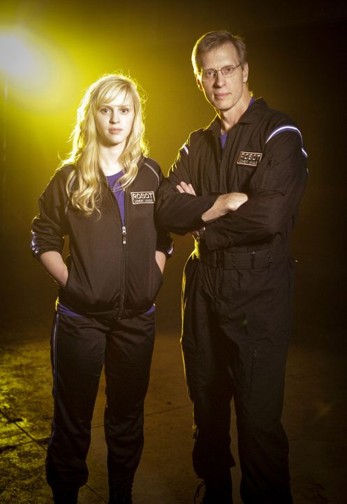 Haben sie genug Power, um das gegnerische Team und damit deren Roboter zu besiegen? Amber Shinsel (l.) und Dave Shinsel (r.) von Team Crash ... - Bildquelle: Nicole Wilder 2012 Syfy Media LLC