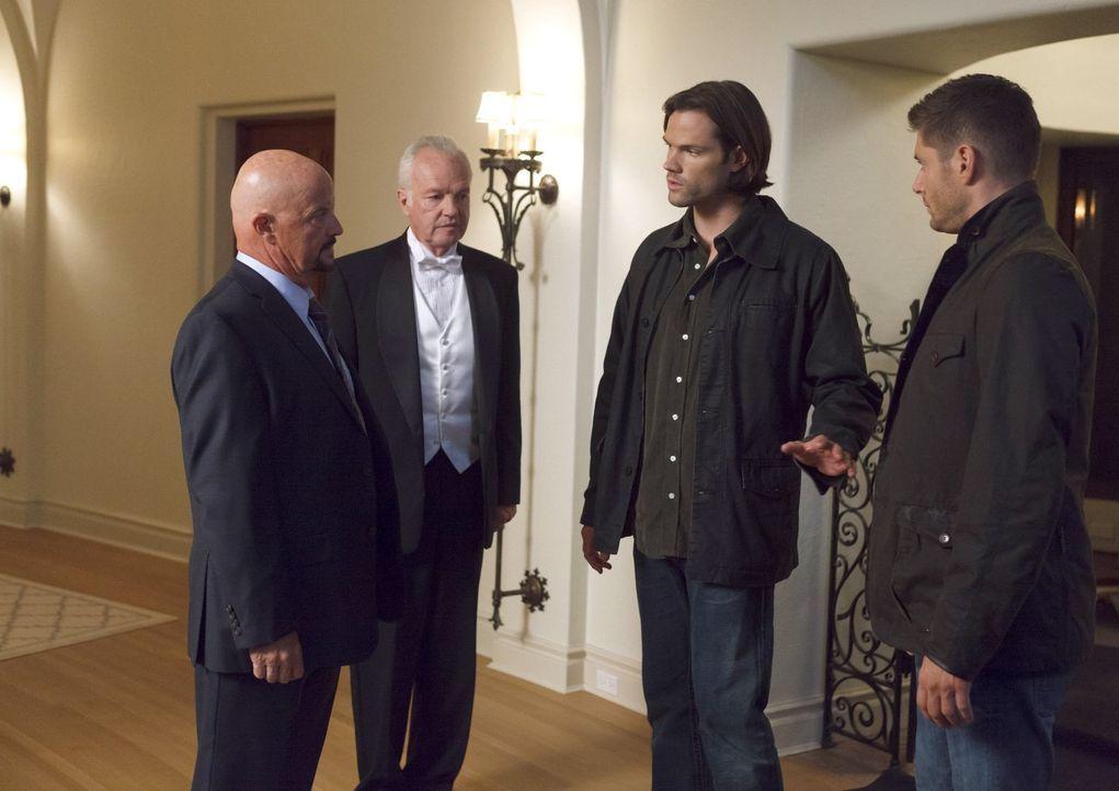 Sam (Jared Padalecki, 2.v.r.) und Dean (Jensen Ackles, r.) finden sich in einer realen Version des Brettspieles Cluedo wieder, als sie auf der Testa... - Bildquelle: 2016 Warner Brothers