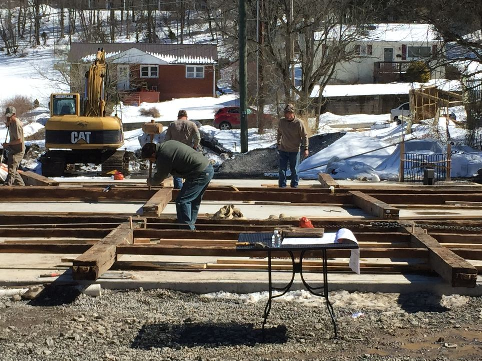 Ein neuer Auftrag für die Scheunen-Profis: Mark und seine Jungs arbeiten in Lewisburg, um eine neue Unterkunft für den Wochenmarkt zu bauen. - Bildquelle: 2015, DIY Network/Scripps Networks, LLC. All Rights Reserved.